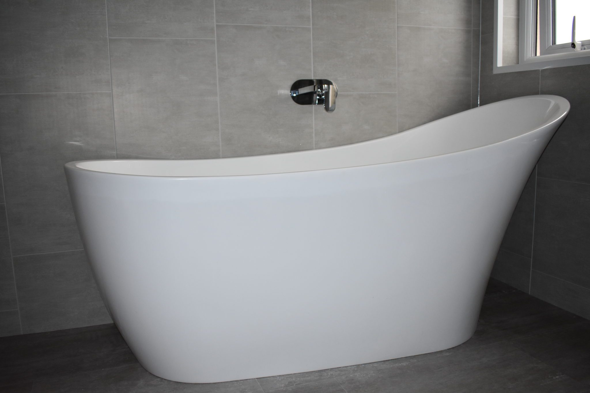 sleek free standing bath